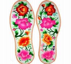 坝上草原的绣花鞋垫
